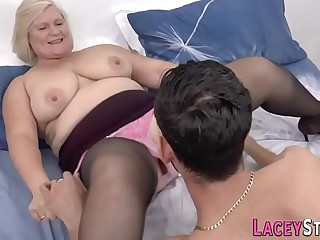 Granny gets her mature pussy fucked really hard