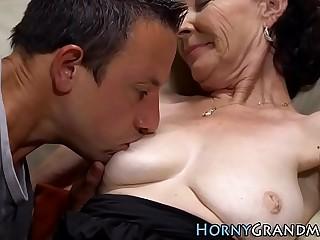 Mature chick sucks dick