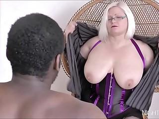 Black bull fucks a white mature pussy