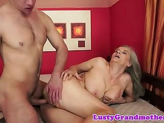 Saggy grandma pussytoyed and fucked deep