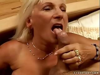 Granny Mamie enjoys to fuck
